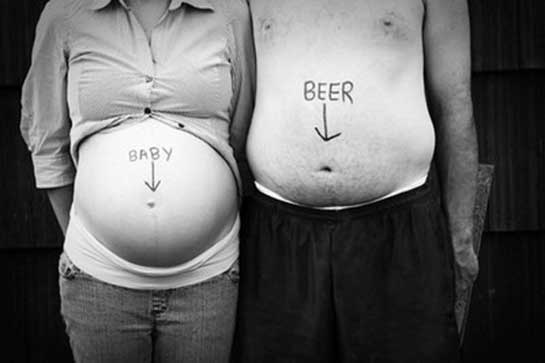 8 Funny & Heart-Warming Pregnancy Announcement Photo Ideas